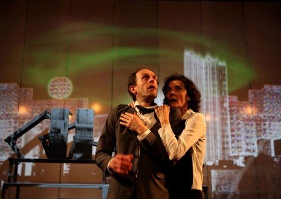 Louise Lemoine Torrès dans le rôle de Bettina, ORE de G. Calderòn, Mise en scène : Adel AKIM, CDN d'Ivry, reprise & tournée-Teatro Solis, Montévideo – Uruguay